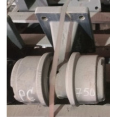 Каток поддерживающий (с опорой, под болты) 209-30-00300 Komatsu PC-750